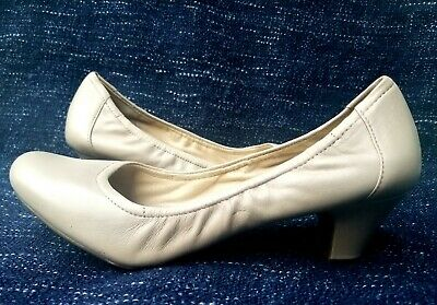 e1e3fb633a4 Naturalizer Stargaze Womens Leather Rushing Med Heels Light Taupe Size 10 M