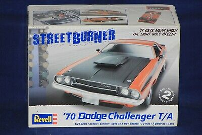 Revell 2596 1:24th scale 1970 Dodge Challenger T//A 2n1 kit