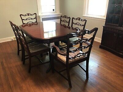 Vintage 1950s Mid-Century Duncan Phyfe style 9-piece mahogany dining room suite