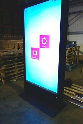 Large Network Advertising Screen.LCD Wifi. Bluetooth, 4K . Ultra HD. Never Used