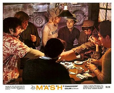 M.A.S.H. ELLIOTT GOULD DONALD SUTHERLAND GAMBLING Photo (73)