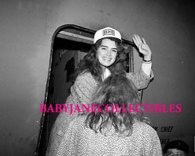 BROOKE SHIELDS USO CANDID photo boarding AIRPLANE(99)
