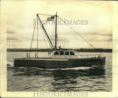 1943 Press Photo New trawler Hydah on trial run and speed test - lrx17137