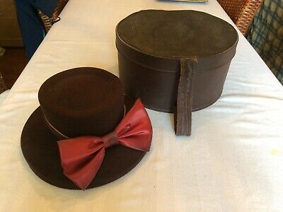 Large Vintage Brown Hat Box Pattern Fabric Interior & Handle with Brown Felt Hat