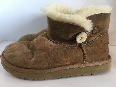 3402533ca8e UGG BOOTS GIRLS Size 11 Classic Bailey Button Chestnut Suede Toddler ...