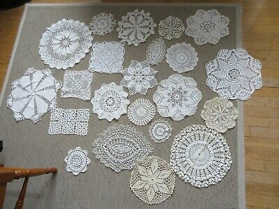 GROS LOT 22  anciens  NAPPERONS CROCHET FAIT MAIN  photos