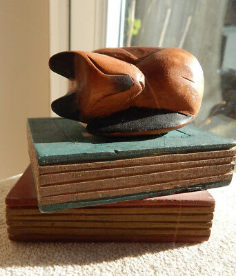 CAT FIGURE HAND CARVED SLEEPING WOODEN CAT ON BOOKS FIGURE 12cm H
