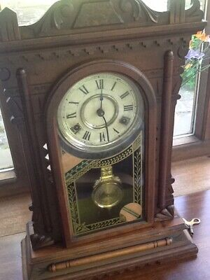 Antique working mantle clock