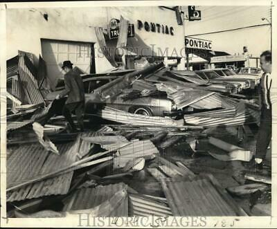 Press Photo Superior Pontiac's warehouse roof blown-out by a tornado - noc66892