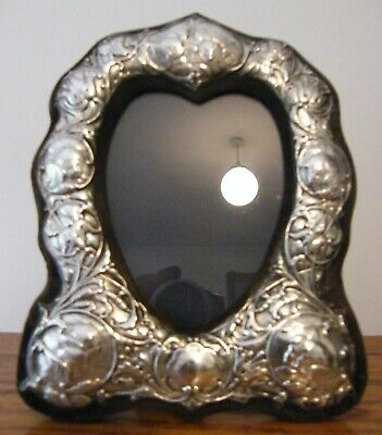 "A HALLMARKED LONDON 1992 SOLID SILVER PHOTO PICTURE FRAME 8"" x 6"""