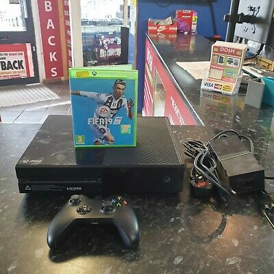 Microsoft Xbox One 500GB Model Number 1540 Console Bundle