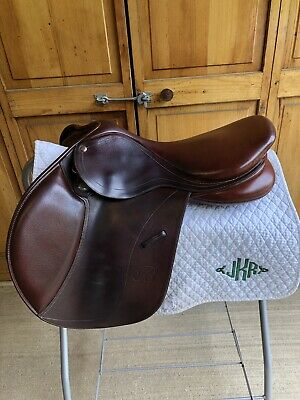 """Bates English Close Contact Jumping Saddle 17 1/2"""" With CAIR and Gullet System"""