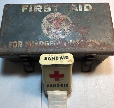 VINTAGE WW2 EMPTY U.S. ARMY MEDICAL DEPARTMENT FIRST AID KIT -Includes Band Aids