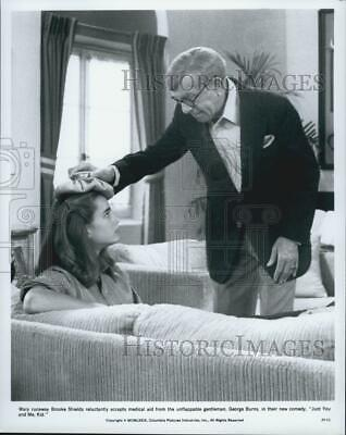 """1979 Press Photo Brooke Shields, George Burns """"Just You and Me, Kid"""" - DFPG08373"""