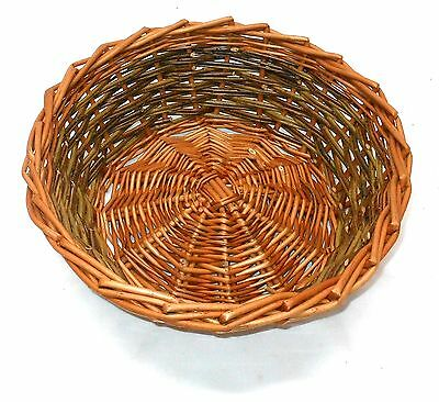 Make this Willow Table Basket: a weaving kit for complete beginners.