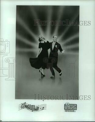 """1987 Press Photo Fred Astaire and Ginger Rogers dance in """"Swing Time"""""""