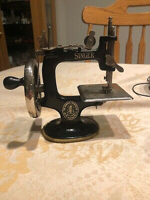 Vintage Singer Model 20 Sewhandy Black Cast Iron Child's Sewing Machine