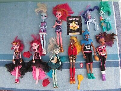 Bundle of Monster High Dolls.
