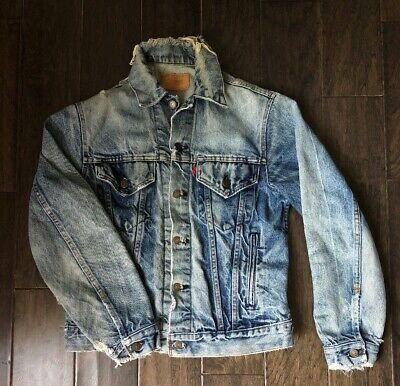 62cffc9c VINTAGE LEVIS DISTRESSED Blue Denim Trucker Jean Jacket USA Sz 38 ...