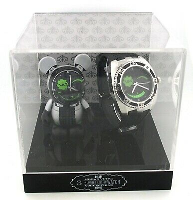 "Disney Vinylmation 3"" Green & Black Mickey Mouse Statue & Character Watch Set"