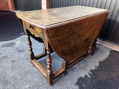 Good condition 18th Century solid Oak gate-leg dining Table.