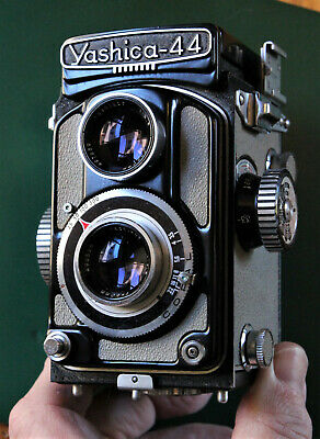 YASHICA 44-A TLR in  BLACK  - ALL WORKING - CLASSIC & RARE. EXCELLENT CONDITION!