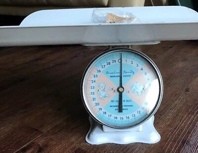 VINTAGE decor 1960'S AMERICAN FAMILY NURSERY BABY SCALE 30 lb