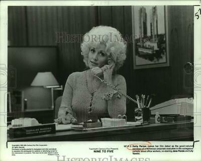"""1980 Press Photo Dolly Parton stars in """"Nine To Five"""" - nop62887"""