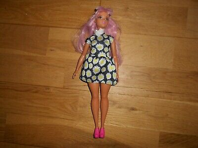 Barbie Mattel Fashionistas Curvy Doll Pop Daisy 48 With Pink Hair And Sunglasses