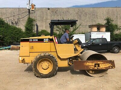 Caterpillar CAT CS-323C Smooth Drum Vibratory Soil Compactor; VIDEO Included