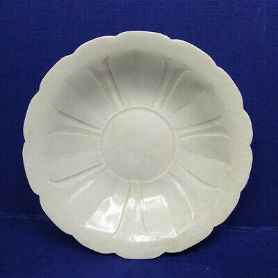 Antique Chinese porcelain dish, Dynasty Song.