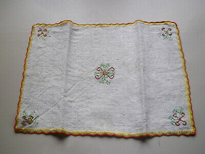 Ancien Napperon Brodé style Basque / Couture Linge / French doily embroidery