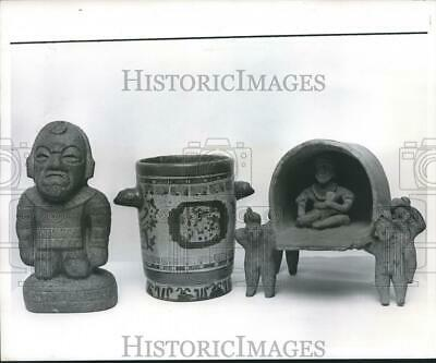 1972 Press Photo Pre-Columbian Art statues and Vessels and ceremonial sedan