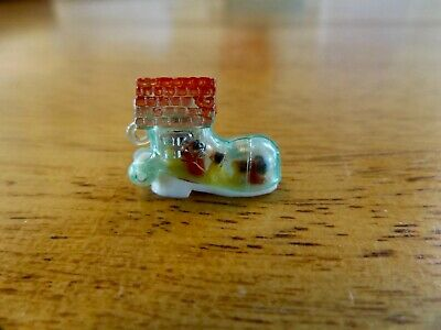 VINTAGE Gumball Charm Old Woman in Shoe 60's HK vending Cracker Jack toy prize