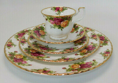 ROYAL ALBERT BONE CHINA OLD COUNTRY ROSES 5 PIECE PLACE SETTING (s)