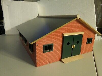 O scale 7 Horse Barn wood construction, hand painted