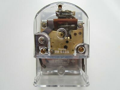 French battery / electric (balance) N.O.S. wall / desk clock movement ~ running