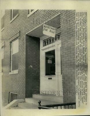 1961 Press Photo Apartment for Rent Sign Entrance to Cathedral Apartments