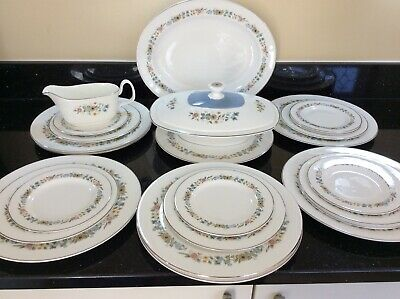 "FINAL REDUCTION ROYAL DOULTON Bone China Dinner Service ""PASTORALE"" 23 Pcs"