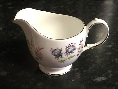 💙 VINTAGE 'QUEEN ANNE'  FINE BONE CHINA Milk/CREAM JUG WITH 'GOLD TRIM'