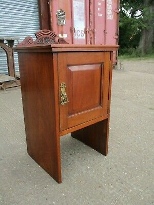 An Edwardian Mahogany Pot Cupboard Bedside Cabinet Side Table Occasional Unit