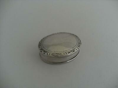 Nice solid sterling silver pill trinket snuff box London 1973