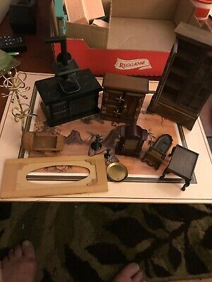LOT OF WOODEN DOLL HOUSE FURNITURE Miniatures