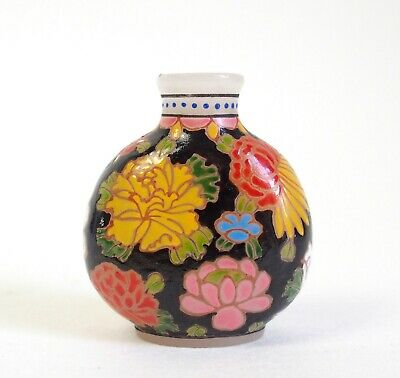 Fine Chinese 20th century glass and enamelled snuff bottle