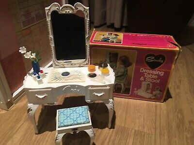 SINDY doll VINTAGE DRESSING TABLE and STOOL PLUS ACCESSORIES BOXED 1970s
