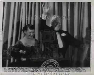 1956 Press Photo Dwight Eisenhower Waves to Crowd at Salute to Ike Dinner