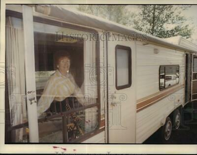 1994 Press Photo 68yrs old Jacky Hill leaving home to find job as a truck driver
