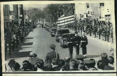 1969 Press Photo Color Guard precedes hearse carrying Dwight D. Eisenhower in KS
