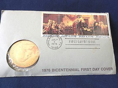 1976 AMERICAN REVOLUTION BICENTENNIAL COMMEMORATIVE MEDAL& 1st DAY ISSUE STAMPS