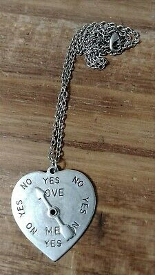 Victorian Trading Co Spin the Heart Do You Love Me? Pendant 28P